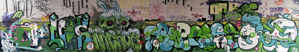 nerd | qbrk | look | spray | nychos | crap | flying | fortress | vidam | dxtr | green | berlin | germany