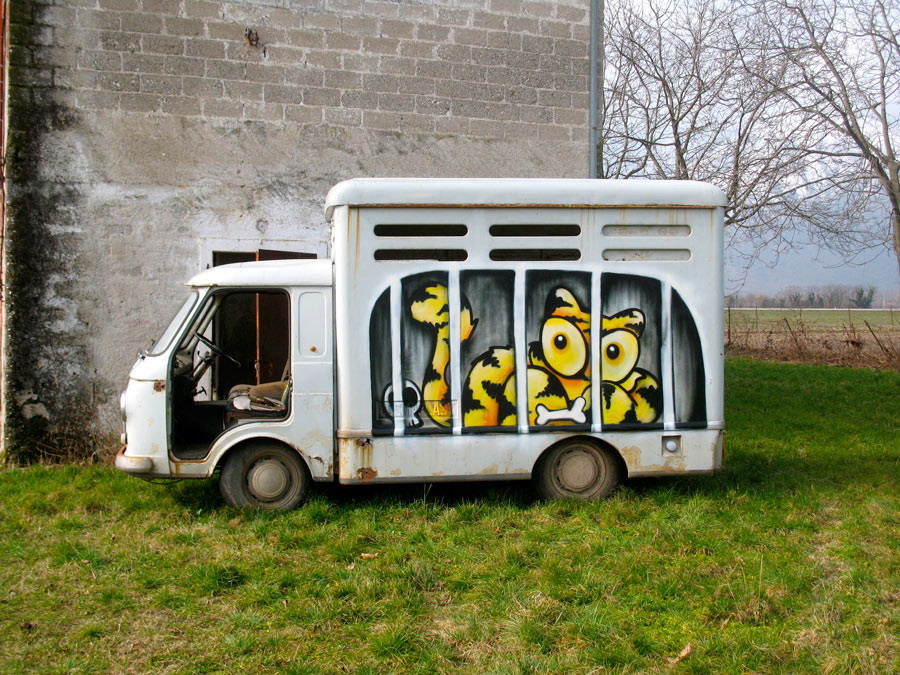 sqon | yellow | truck | italy | winter10