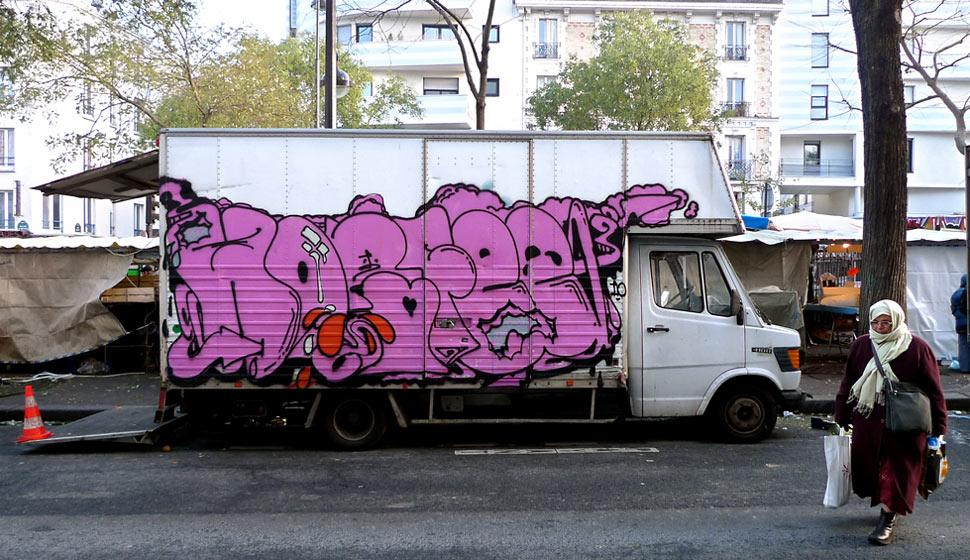 horfe | pink | truck | paris