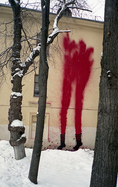 0331c | red | fire-extinguisher | snow | moscow | russia
