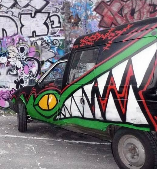 rowdy | car | crocodile | paris